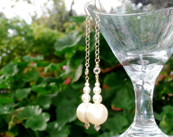 Foursome. Beautiful dangling earrings with pearls and Swarovsky accents in gold and champagne tones.