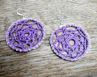 Webloops Mini - Earrings crochet with purple thread and trimmed with silver wire.