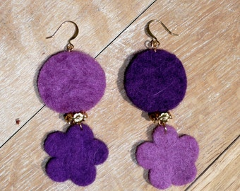 Felt It. Beautiful felt earrings with a circle and a flower shape in purple and gold tones.