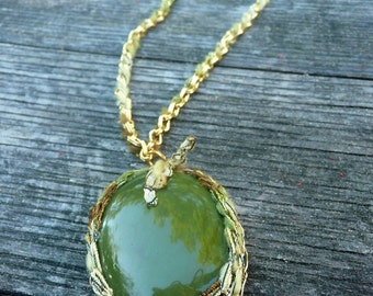 Caroline - Green resin cabochon and bronze chain necklace