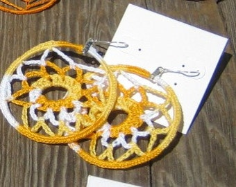 Webloops - Unique yellow and white crocheted earrings.