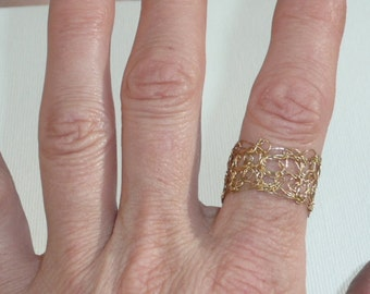 Meshring - Elegant and subtle wire crochet ring in either gold or silver