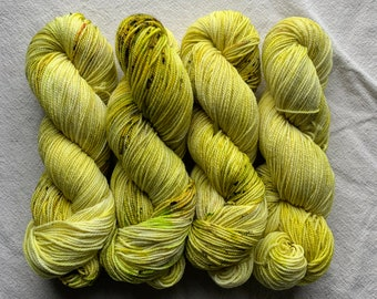 2 ply sport weight - experiment pale yellow green with speckles