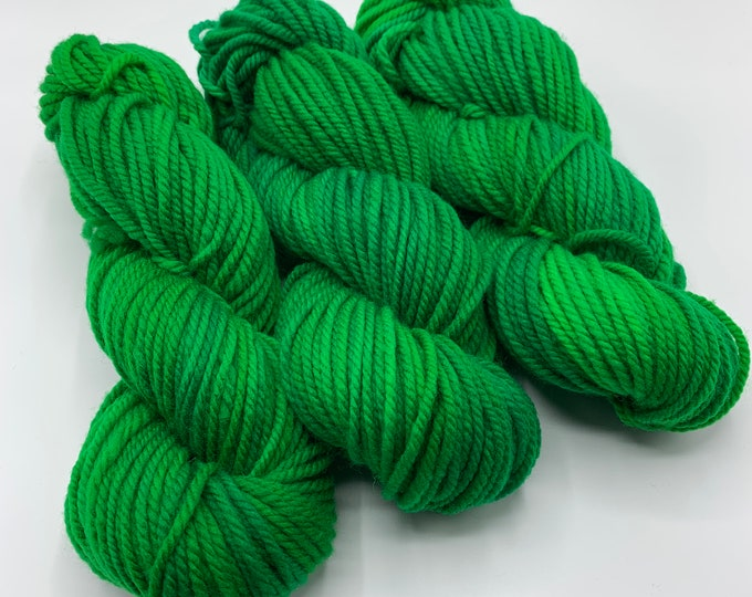 merino chunky - OOAK bright emerald green