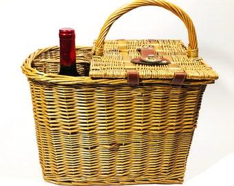 2 Wine Bottle Holders Vintage Wicker Picnic Basket Summer-y Cotton Lining