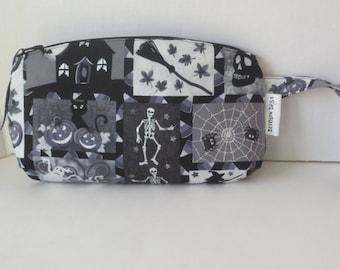 Clematis Wristlet with Glitter skulls