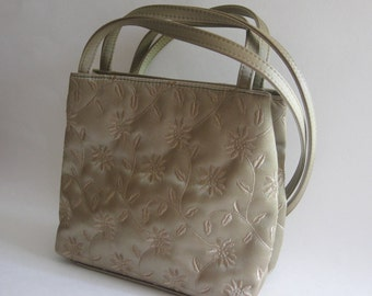 f49cc72d0778 Nine West Satin Shoulder Bag Embroidered Daisies Gold Metallic Beige Vintage