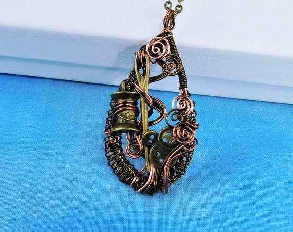 Sewing Theme Pendant Gifts for Mom From Daughter, Unique Woven Wire Jewelry for Seamstress, Necklace for Wife, Present Ideas for Girlfriend