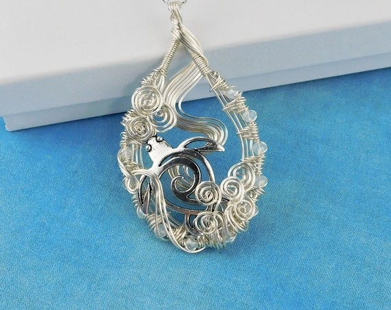 Hand Woven Wire Sea Turtle Necklace, Artistic Sea Animal Pendant, Unique Wire Wrapped Ocean Beach Theme Wearable Art Jewelry Gift for Women