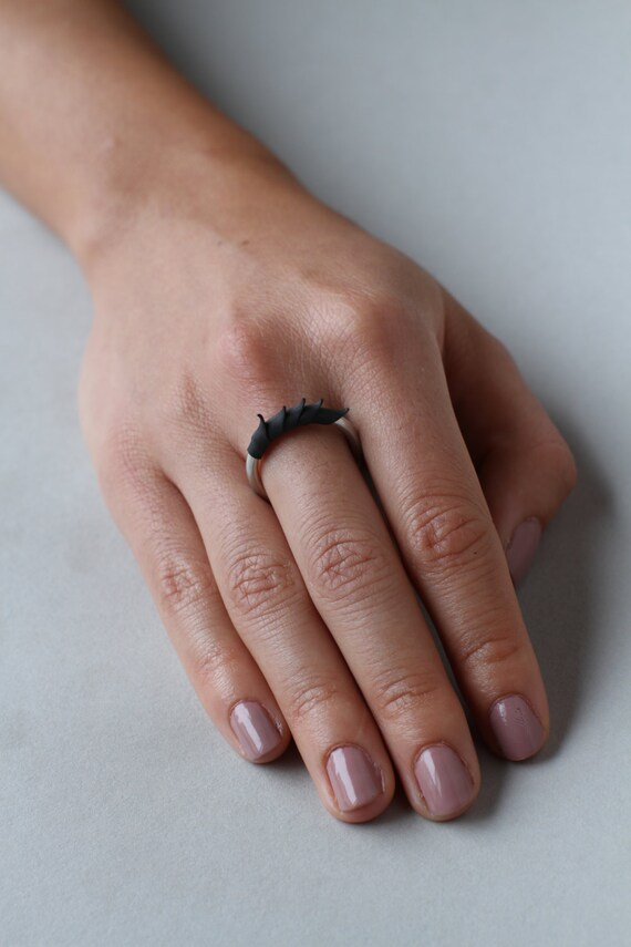 Black Short Spike Plume Ring