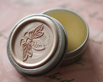 Lyra Solid Natural Perfume Bee Tin - Notes include: Jasmine, Ylang Ylang, Vanilla and Amber  Sweet and feminine, beautiful blush