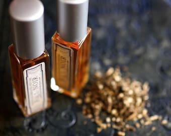 Figure 1: NOIR Natural Perfume - Patchouli heaven - 6 grams of the Eau de Parfum - A nocturnal, mysterious adventure along the silk road