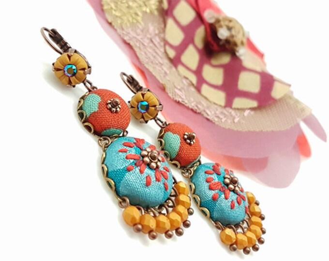 Featured listing image: Boucles d'oreilles colorées, modelage et broderie