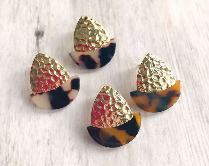 Geometric earrings, Trendy studs earrings, Tortoise shell earrings, Modern earrings, Tortoise shell jewelry, Modern jewellery, Tortoise