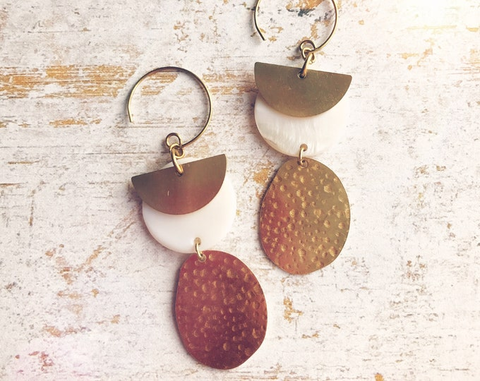 Dangle earrings, Trendy earrings, Modern earrings, Golden jewelry, Boho chic earrings, Brass earrings, Modern jewelry, Gold white earrings