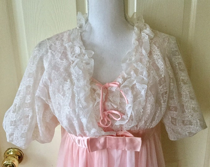 Beautiful Chantilly Lacy Pink Peignoir Set Made In USA Size Medium