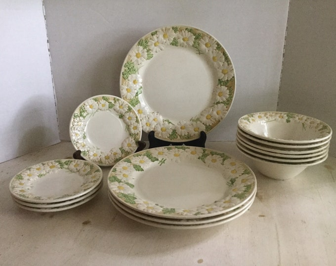 Poppytrail Metlox Sculptured Daisy 14 Pieces Dinner Plates Bread and Butter and Rimmed Soup Bowls