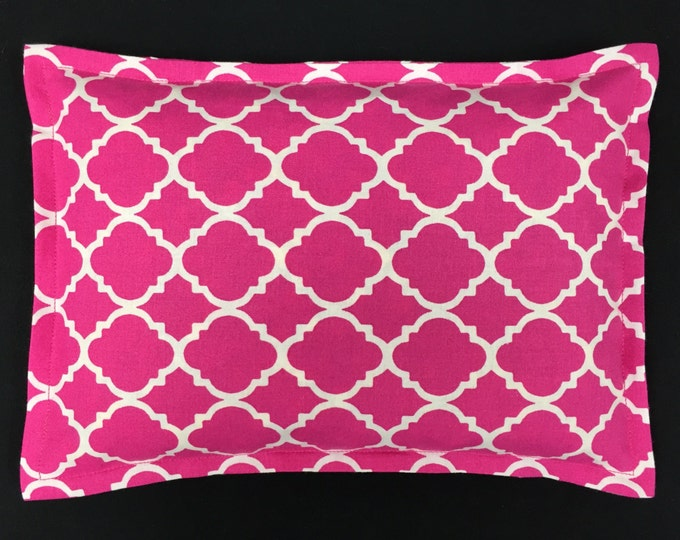 Warm Hugs Corn Bag Heating Pad 9 x 11, Microwavable Heat Pack, Hot Cold Physical Therapy Bag, Massage Therapy, Spa Gift - Pink Quatrefoil