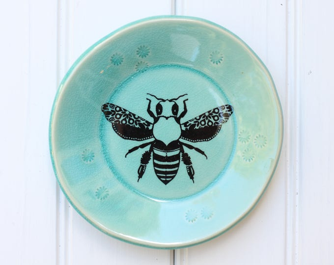 small plate // tapas plate // jewelry storage // dessert plate  // bee