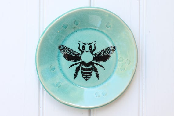 small plate // tapas plate // jewelry storage // dessert plate  // bee