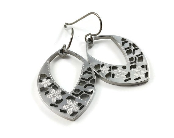 Silver oval and flowers dangle earrings - Hypoallergenic pure titanium and stainless steel