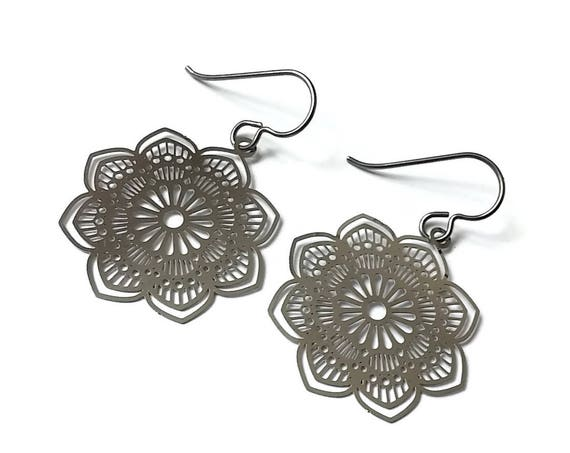 Silver flower dangle earrings - Hypoallergenic pure titanium and stainless steel