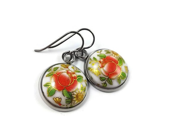 Japanese red flowers tensha dangle earrings - Hypoallergenic pure titanium and resin