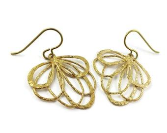 Gold flower dangle niobium earrings - Hypoallergenic nickel free, lead free and cadmium free