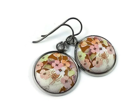 Japanese spring flowers tensha dangle earrings - Hypoallergenic pure titanium and resin