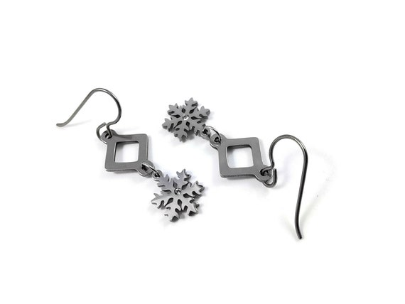 Snowflake silver dangle earrings - Hypoallergenic pure titanium, stainless steel and cubic zirconia