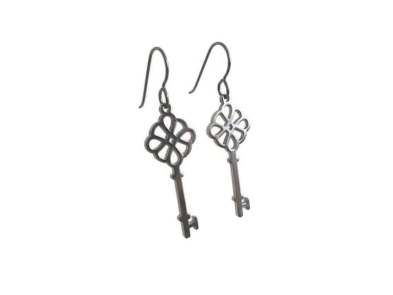 Silver victorian key dangle earrings - Hypoallergenic pure titanium and stainless steel