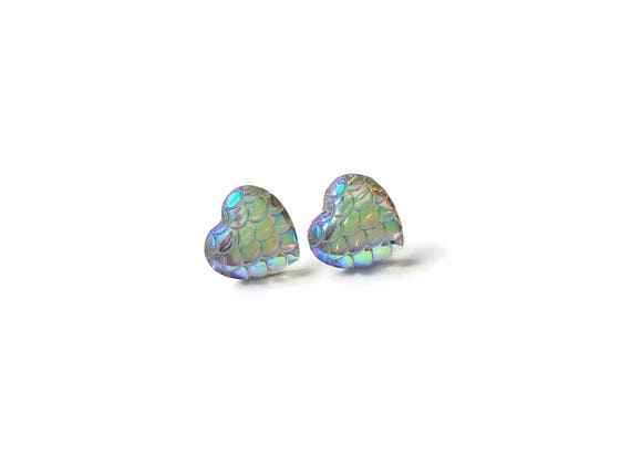 Heart of mermaid stud earrings - Pearly dreams - Hypoallergenic pure titanium and resin