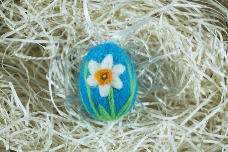Easter Felt Easter Gift Mini Ornament Needle felting Spring Flower Easter Egg Needle Felted Flower Daffodil on Turquoise Egg