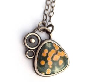 Collier en jaspe océan Madagascar, oxydé inspiré par l'espace, vert et jaune Ocean Jasper collier, collier en argent bijoux Metalsmith