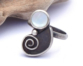 Mother of Pearl Ring, Nautilus Ring Size 5.5, Ocean Jewelry, Sterling Silver Jewelry, Boho Beach Ring, Oxidized Silver Shell Jewelry