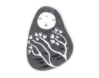 Healing Stone, Flat Gray Beach Slate Kanzeon (Kuan Yin, The Bodhisattva of Compassion) with Flowers