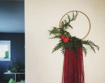 Brass Ring Holiday Wreath with Yarn Accent