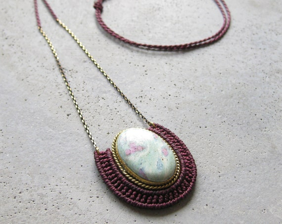 O R Ü N Necklace . Ruby Fuchsite . Micro Macrame Jewelry . © Design by .. raïz ..