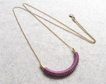 Brass Tube Pendant & Mauve Fiber . Modern Macrame Necklace . Minimalist Textile Jewelry . Colorful Jewellery . Design by .. raïz ..
