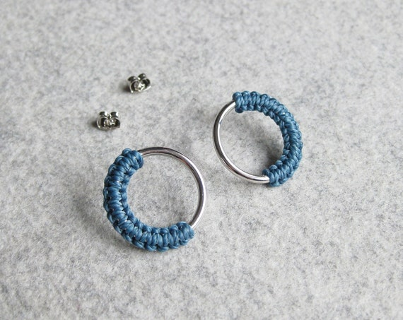 M E Ï A . Circle Silver Hoop Stud Earrings . Modern Fiber Jewelry . Micro Macramé .  © Design by .. raïz ..