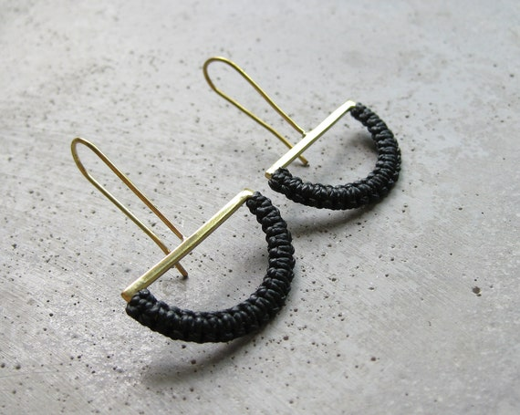 O L G A . Brass Semicircle Dangle Earrings w/ Black Fiber . Modern Macrame Textile Jewelry © Design by .. raïz ..