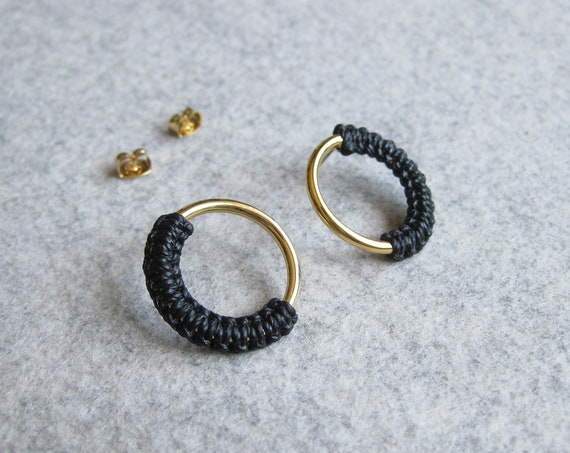 M E Ï A . Circle Gold Hoop Stud Earrings . Modern Fiber Jewelry . Micro Macramé .  © Design by .. raïz ..