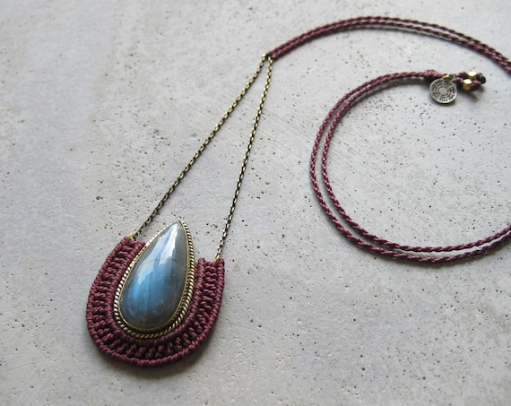 O R Ü N Necklace . Labradorite . Micro Macrame Jewelry . © Design by .. raïz ..