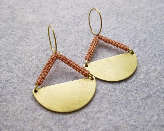 P e n d u l u m . Brass Disc Hoop Earrings with Geometric Fiber Detail . © Design by .. raïz ..