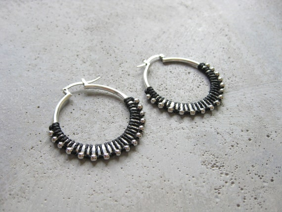 C A L Y P S O . Black Silver Plated Fiber Hoop Earrings . Textile Jewellery . Boho Earrings Jewelry . Design by .. raïz ..