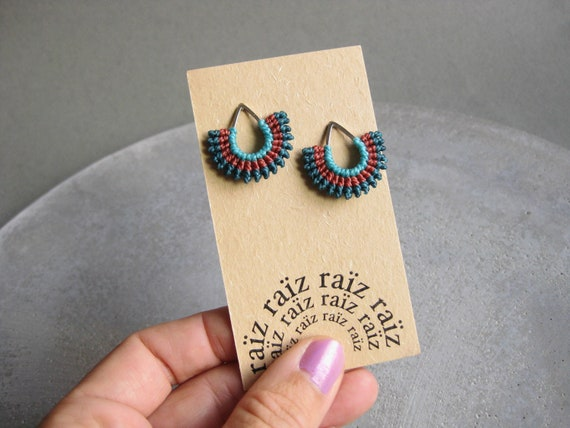 I b e y i . Micro Macrame Teardrop Silver Stud Earrings . © Design by .. raïz ..