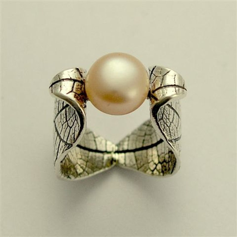 Botanical ring sterling silver ring leaf ring peach pearl image 0