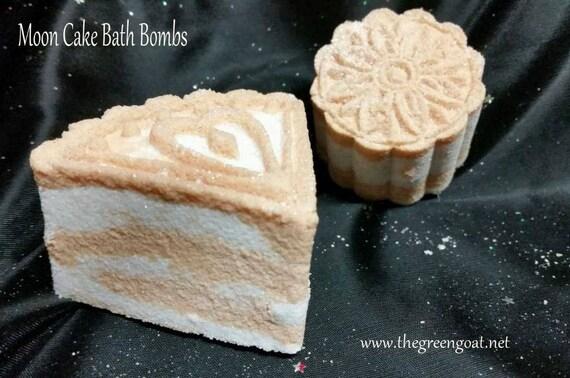 Bath Bomb/Moon Cake Bath Bomb