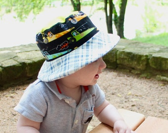 Bucket sun hat for babies, reversible with airplanes and cars