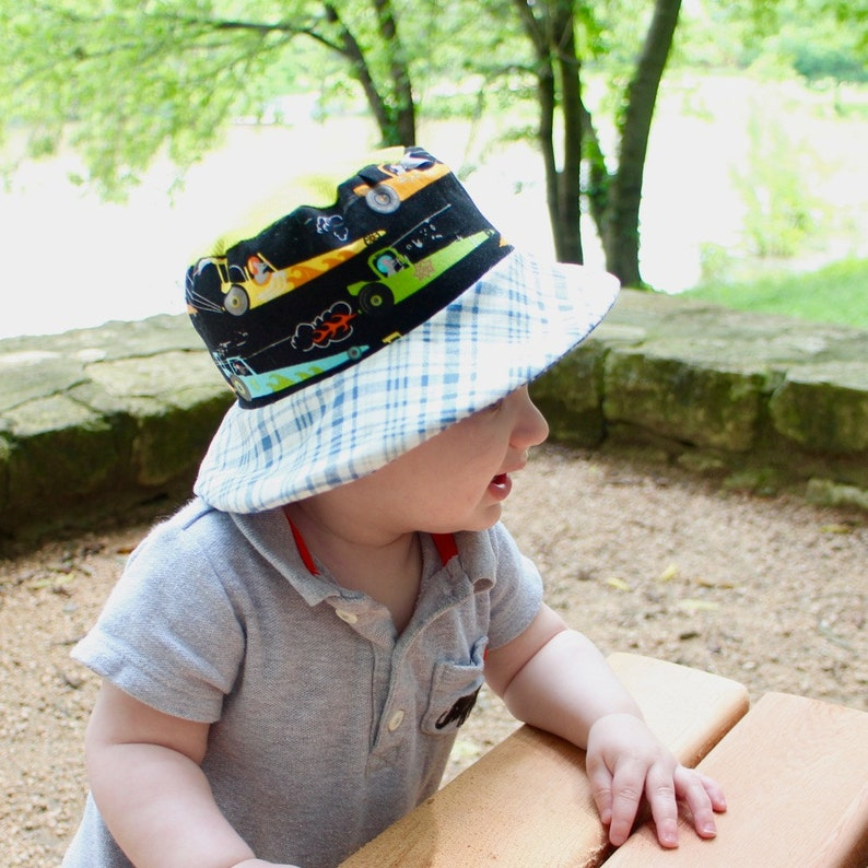 Bucket sun hat for babies reversible with airplanes and cars image 0
